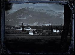 Vue d'Annecy sur plaque de verre par Paul Cabaud, peintre photographe annécien.