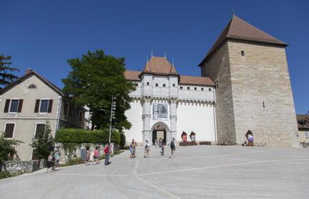 Horaires d'ouverture des trois sites d'exposition : Château d'Annecy, Palais de l'Ile et Musée du film d'animation